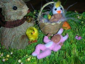 les cloches sont passées!!... dans petits bebes pour grandes occasions... bb-paques-2-300x225